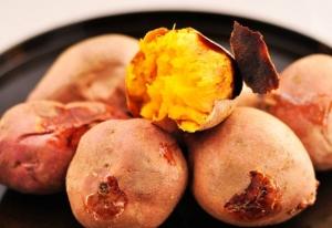 红薯好吃却不耐储存,教你一招,红薯越放越甜,不干瘪也不发芽!